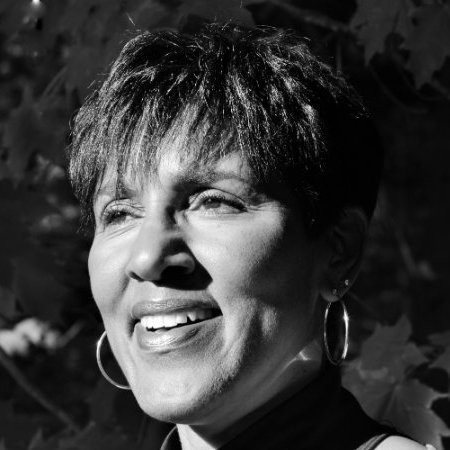 Leslie Allen is an award winning dynamic speaker, media trainer and