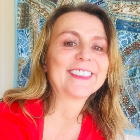 Nadine Nelen: I am a psychic aura reader and healer that cuts