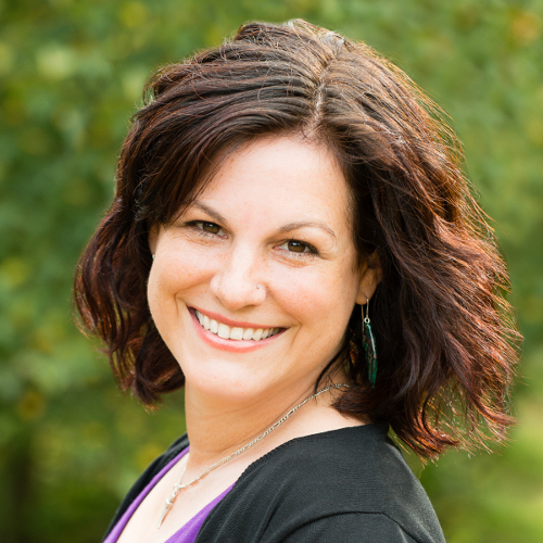 Holly Worton is an author and podcaster who helps people get